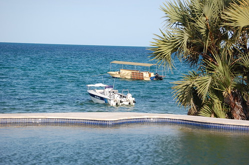 Vilanculos Beach Lodge - view from pool to sea