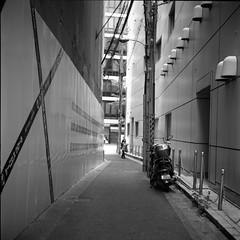 X = | | (komehachi888) Tags: kobe yashicad selfdeveloped streetcandid fujineopanacros100 filmshots yashikor80mmf35 pushto200