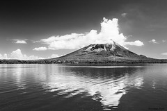 Isla de Ometepe -Volcn Concepcin (Zsuzsa Por) Tags: reflection island nicaragua isla ometepe lagonicaragua greatphotographers supershot canonistas canoneos7d reflectsobsessions coth5 greatestphotographers greaterphotographer sunrays5