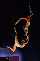 Trapze fixe (Mangegr1) Tags: montral circus montreal duo performance aerial cirque trapeze enc arien tohu trapze colenationaledecirque