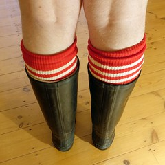 Football in wellies? (essex_mud_explorer) Tags: vulkan black rubber wellington boots wellies wellingtons welly wellingtonboots rubberboots rubberlaarzen gummistiefel gumboots rainboots caoutchouc bottes socks footballsocks stripedsocks barelegs