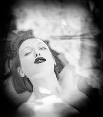 Rifuggo il mio stesso respiro (OzMa*Fra) Tags: selfportrait autoritratto biancoenero blackandwhite blacklips