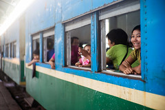 (kuuan) Tags: manualfocus mf ltm m39 canon rangefinder f14 50mm 1450 f1450mm canonltmf1450mm ilce7 a7 sony smile shy train yangon myanmar railwaystation girl woman