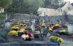 Saint-Cirq-Lapopie - Cimetière (Fontaines de Rome) Tags: lot saint cirq lapopie cimetière