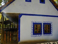 19th century household from Bihor county exhibited in the Romania village museum in Bucharest (cod_gabriel) Tags: bucuresti bucureti bucharest bucarest bucareste bukarest boekarest romania roumanie romnia villagemuseum muzeulsatului romanianvillagemuseum bihor lensflare criulnegru