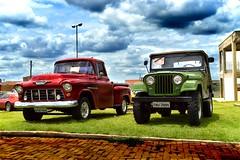 Carros antigos (Luiz Castelo) Tags: chevrolet ford jeep 1955 1975 martarocha carro matão sp ifsp