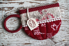 Teacup Pouch (PatchworkPottery) Tags: teacup quilted bag pouch purse sewing fabric patchwork handmade crafts tea wristlet zipper pattern