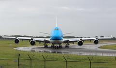 KLM Royal Dutch Airlines Boeing 747-400 (AMSfreak17) Tags: amsfreak17 danny de soet canon 70d ams eham amsterdam luchthaven schiphol airport vliegtuigen vliegtuig aircraft airplane jet jetphotos planespotting luchtvaart vertrek aankomst departure arrival spotter planes world of airplanes nederland the netherlands holland europe dutch taxibaan taxiway yankee rondom noord around north klm royal airlines boeing 747400 phbft