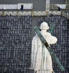 Statue (svenwerk) Tags: stpeterssquare rome rom petersplatz statue seats stühle perspective perspektive