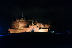 Edinburgh Castle (*Tom68*) Tags: scotland schottland greatbritan grosbritannien unitedkingdom uk edinburgh outdoor nightpicture nachtaufnahme castle edinburghcastle schlos burg building