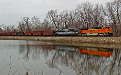 NS 1070 across the pond! (Machme92) Tags: railroad heritage water trains missouri bnsf railroads norfolksouthern emd railfanning