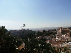 Andalousie, Grenade, Sur la colline de Sacromonte, vue de l'Albaycin et de l'Alhambra (Jeanne Menj) Tags: spain andalucia alhambra granada grenade espagne andalousie sacromonte albaycin