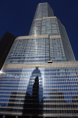 Shadows, Reflections, and Sunlight (JB by the Sea) Tags: blue shadow sky distortion chicago reflection architecture illinois loop trumpinternationalhotelandtower october2013 vision:sunset=052 vision:text=0742 vision:sky=0959 vision:outdoor=0844 vision:car=0551