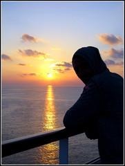 rverie (LILI 296 ...) Tags: mer silhouette soleil coucher ciel nuage bateau croi costafavolosa canonpowershotg12