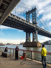 Manhattan Bridge over the East River, Manhattan-Brooklyn, New York City (jag9889) Tags: jag9889 usa manhattan waterway eastriver outdoor 2016 lowermanhattan suspensionbridge newyorkcity bridge river k131 newyork 20161114 lowereastside manhattanbridge bridges bruecke brücke crossing infrastructure les landmark ny nyc pont ponte puente punt span structure unitedstates unitedstatesofamerica water us pier fishing tower fisherman brooklyn