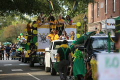 Lined up for the parade to begin (William & Mary Photos) Tags: select homecoming parade wm wmhc williamandmary williammary collegeofwilliamandmary collegeofwilliammary greenandgold alumni fall