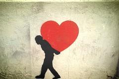 Quando coloro che ami diventano loro malgrado anche un peso... (Colombaie) Tags: roma sanlorenzo streetart murales stencil umino trasporta cuore spalle peso affetto relazioni quotidianit affetti genitori anziani non autosufficienza figli accudire sostenere amore fatica equilibrio life