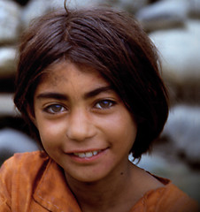 DOLCE SORRISO (ADRIANO ART FOR PASSION) Tags: pakistan villaggio 1984 olympus om2 sorriso scansione scan epson v550 slide diapositiva ragazza girl felice happy