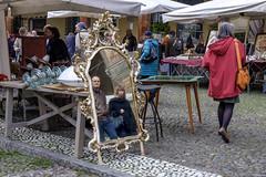 Bologna - Mercatino antiquario di Piazza Santo Stefano (Massimo Battesini) Tags: nationalgeographic worldtrekker worldcitycenters fujifilmxt1 fuji xt1 fujixt1 fujifilm finepix bologna emiliaromagna italia it fujinon fujinonxf18135 fuji18135 fujifilmfujinonxf18135mmf3556rlmoiswr market march mercato bazar bazaar piazza place square plaza centrostorico zentrum centreville centromedievale centremdival medievalcenter centromedieval citt ville city stadt town ciudad photographiederue streetphotography fotografiaderua photosdelavie escenacallejera italy italie soportales archi volte portico portici arcades mercatinoantiquario antiquariato brocante europe europa piazzasantostefano