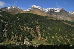 Val d'Aosta - Valsavarenche: vallone di Levionaz, prime luci su Eaux Rousses (mariagraziaschiapparelli) Tags: valdaosta valsavarenche levionaz montagna mountain allegrisinasceosidiventa autunno parconazionaledelgranparadiso pngp camminata escursionismo