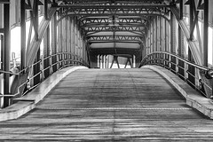 Überbrückt... (michael_hamburg69) Tags: hamburg germany deutschland bridge brücke hafen harbor harbour überseebrücke