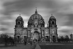 Berliner Dom (fotoerdmann) Tags: neutaldensity longexposuretimes 2016 europa thorstenerdmann fotoerdmann schwarzweis blackandwhite architektur spree langzeitbelichtung berlinerdom berlin canon700d