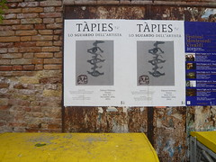 mon oeil ! (43) (canecrabe) Tags: oeil venise affiche regard artiste tapis canareggio