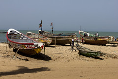 vita di mare (mat56.) Tags: sea people beach colors boats landscapes mare barche persone senegal antonio colori paesaggi spiaggia joal piroghe mat56 romei faidouth