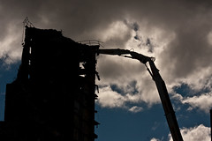 Demolition of Iona Court (stuballscramble) Tags: uk scotland glasgow machine demolition flats multi multistory demolitionmachine vision:night=0834