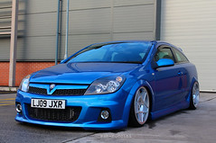 Astra VXR 3SDM, front mount + bagged (hannahtalkowski) Tags: blue white suspension d air smooth schmidts astra opel vauxhall corsa arden airlift bagged opc vxr smoothed havair 3sdm