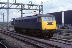 81002 Nuneaton 13th May 1978 (Mr Bushy) Tags: 1978 westmidlands britishrail warwickshire aei nuneaton lmr lnwr bth al1 westcoastmainline wcml brblue londonnorthwesternrailway 25kv railblue class81 brcw londonmidlandregion