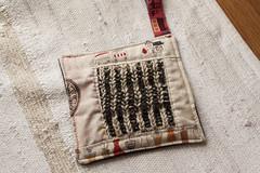 Descansa Aqui (owl_mania) Tags: portugal tricot knit quilting patchwork novembro brioche galão potholder tecidos selvage galões 2013 tecidojaponês tecidosjaponeses descansacanecas owlmania tricotadeirasdoporto