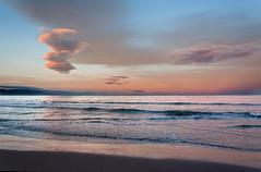 Playa Punta del Fangar (Gatodidi) Tags: sunset espaa landscape atardecer mar spain mediterraneo day sunsets delta playa paisaje arena cielo nubes punta catalunya crepusculo olas catalua tarragona deltebre ebre rosado fangar pwpartlycloudy