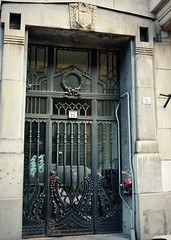 Budapest Art Nouveau (elinor04 thanks for 24,000,000+ views!) Tags: door city building floral architecture liberty iron hungary budapest style secession artnouveau ornaments tulip jewish quarter portal heidelberg 1912 ironwork 1910s modernisme motifs jugendstil jewishquarter modernmovement bellepoque findesicle turnofthecentury artenova szecesszi erzsbetvros hungariansecession hungarianartnouveau magyarszecesszi heidelbergsndor