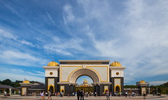 Istana Negara (sunnyha) Tags: travel blue sky color building skyline architecture canon asia day outdoor sunny malaysia kualalumpur imperialpalace   skyblue  6d     1635mm    istananegara blueskyandwhitecloud canoneos6d sunnyha canonef1635mmf28lllusm
