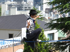 Tightrope Walking Performer - Kitano, Kobe (Ogiyoshisan) Tags: people men japan person japanese performance  tightrope kitano performer