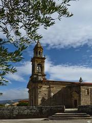 El olivo y Santa Comba (juantiagues) Tags: carnota iglesia santacomba olivo juantiagues juanmejuto
