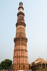 Qutub Minar - DSC_0010 (John Hickey - fotosbyjohnh) Tags: 2016 dubai holidays october2016 nikon nikond5100 india delhi tourism traveldepartment qutubminar qutbcomplex bricktower visitors