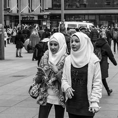 Nicht ohne mein Handy (JuliSonne) Tags: streetphotography streetfotografie street berlin alexanderplatz people child teenager passanten schwarzweiss urbanewelt