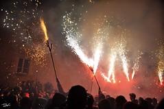 Correfoc 036 (Pau Pumarola) Tags: correfoc foc fuego feu fire feuer guspira chispa étincelle spark funke festa fiesta fête fest diable diablo devil teufel catalunya cataluña catalogne catalonia katalonien girona diablesdelonyar