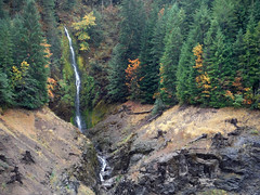 Rider Creek Falls in the Autumn (Sotosoroto) Tags: dayhike hiking cougarhotsprings oregon cougarreservoir waterfall ridercreek ridercreekfalls