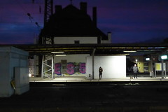 meet me at the station (erix!) Tags: bahnhof schwerte personen persons leute morgen morgens morning electriclight beleuchtung availablelight