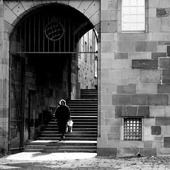 Glimmer (Isengardt) Tags: glimmer schimmer schein square quadrat wand wall museum frau woman street strase treppen stufen stairs fenster windows tor door stuttgart badenwrttemberg deutschland germany europe europa olympus omd em1 1250mm