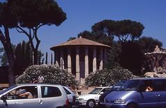 Bocca della Verit (Piazza della) - Tempio di Ercole Vincitore (Fontaines de Rome) Tags: roma rome rom piazzadellaboccadellaverit piazza bocca verit tempiodiercolevincitore tempio ercole vincitore