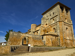 Tanto para tan poco... (la_magia) Tags: arquitectura arquitecturagotica arquitecturaromanica iglesiadesantiagoapostol villamoron burgos abandonado gargolas arcos villamorã³n espaã±a
