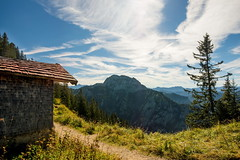 Auf dem Tegelberg (impossiblejoker) Tags: berg mountain tegelberg bayern bavaria baum tree himmel sky wolken clouds aussicht view alpen alps natur nature landschaft landscape deutschland germany d610 nikon