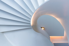 Swan (Maerten Prins) Tags: nederland netherlands nijmegen lent hotel vandervalk toekan trap wenteltrap stair stairs modern white wit light curve curves abstract composition line lines indoor