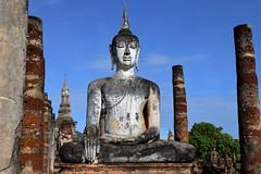 Main sculpture of Buddha in Sukhothai. Wat Mahathat (joseluis.cueto) Tags: tailandia thailand buda buddha buddhism budismo templo temple arquitectura architecture escultura asia arqueologa archaeology columnas estatuas canon canon6d eos 6d sukhothai sudesteasitico 2470f4 wat watmahathat