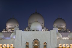 Abu Dhabi (Rolandito.) Tags: uae vae united arab emirates vereinigte arabische emirate abu dhabi sheikh scheich zayed grand mosque moschee night nacht abend evening blue hour blaue stunde light lights licht lichter beleuchtung beleuchtet illumination illuminated