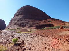 Canyon walk (LeelooDallas) Tags: australia northern territory ayers rock uluru yulara landscape dana iwachow fuji finepix hs20 exr olgas kata tjuta longitude 131